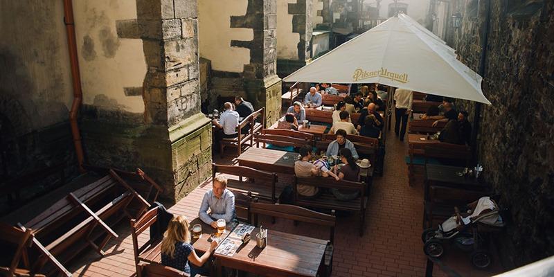 the_nicholas_hotel_prague_beer_garden_800x400