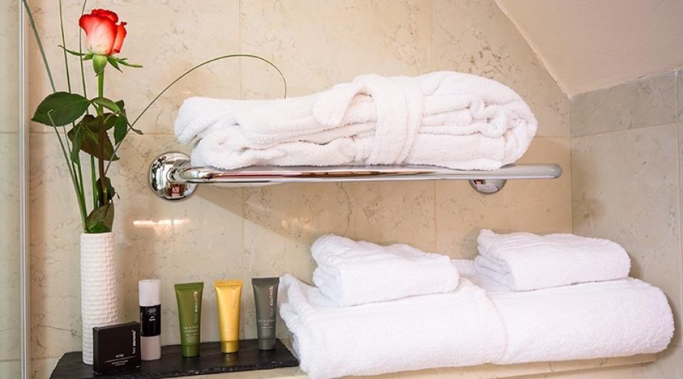 the_nicholas_hotel_prague_bathroom_amenities_800x533