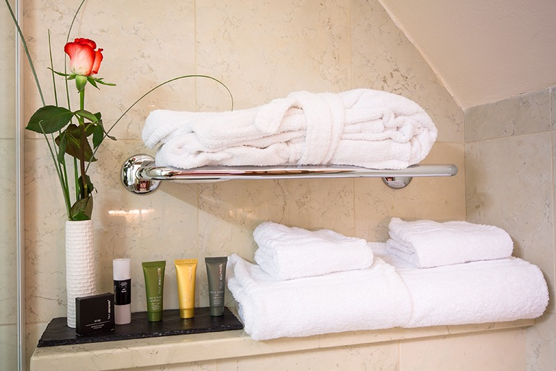 the_nicholas_hotel_prague_bathroom_amenities_800x533