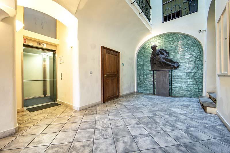 the_nicholas_hotel_prague_lift_800x533