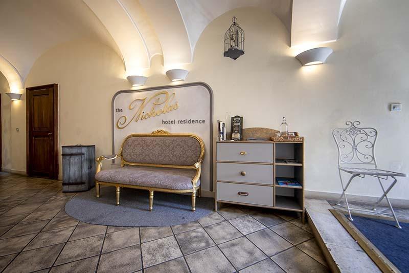 the_nicholas_hotel_prague_reception_800x533